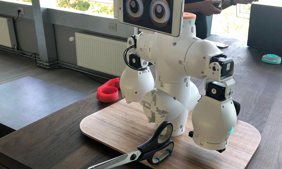 futurebox_robot_tech